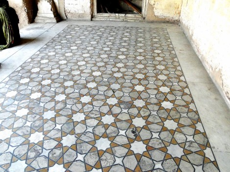 Floor with geometric design